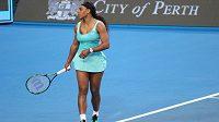 Americká tenistka Serena Williamsová v duelu s Lucií Šafářovou.