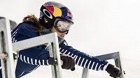 Eva Samková na startu snowboardkrosu.