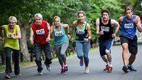 Muži i ženy více běhají maratóny, když se jim blíží kulatiny.