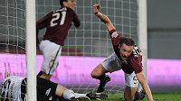 Aspoň bod... Tomáš Zápotočný ze Sparty oslavuje vyrovnávací gól na 2:2 s Jabloncem.