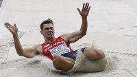 Adam Sebastian Helcelet skočil v dálce 741 cm.
