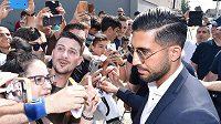 Německý fotbalista Emre Can už pózuje fanouškům Juventusu.