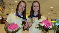 Bronzová Eliška (vlevo) a zlatá Anežka Drahotovy po návratu z juniorského mistrovství Evropy v Rieti.
