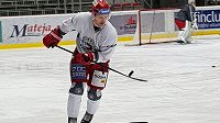 Hokejový útočník Petr Vrána už kouzlí s pukem v třineckém dresu.