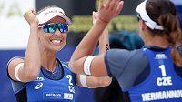 Barbora Hermannová a Markéta Nausch Sluková slaví triumf na turnaji Světového okruhu v Ostravě.