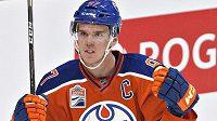 Radost kapitána Edmontonu Connora McDavida po gólu v síti Calgary.
