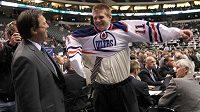 David Musil na draftu obléká dres Edmontonu.