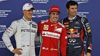 Vítěz kvalifikace Fernando Alonso (uprostřed), vpravo druhý Mark Webber a vlevo třetí Michael Schumacher.