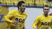 Teplický útočník Aidin Mahmutovič (vlevo) se raduje ze vstřelení gólu proti Liberci.