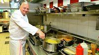 Vařit pro reprezentanty, to už má Rudolf Juriga v malíku