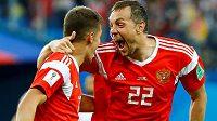 Ruská radost v utkání s Egyptem na mistrovství světa. Sborná slavila, do vlastní sítě poslal míč Ahmad Fasí.