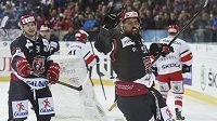 Hokejista Mountfieldu Hradec Králové Richard Jarůšek se raduje na Spenglerově poháru z vítězného gólu proti Jekatěrinburgu.