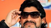 Diego Maradona na archivním snímku jako trenér argentinské fotbalové reprezentace před zápasem proti Řecku na mistrovství světa 2010. Jeden z nejlepších hráčů fotbalové historie zemřel necelý měsíc po šedesátých narozeninách.