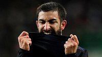 Útočník Michael Santos z FC Kodaň při oslavě gólu v Glasgow údajně napadl policistu.