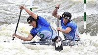 Kanoisté Jonáš Kašpar (vpředu) a Marek Šindler vyhráli na mistrovství světa ve vodním slalomu semifinálovou jízdu.