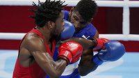 Kubánský boxer Andy Cruz (vpravo) porazil ve finále váhy do 63 kg Keyshawna Davise z USA.