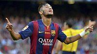 Útočník Barcelony Neymar se raduje z gólu proti Granadě.