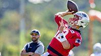 Hvězdný quarterback Tom Brady při tréninku.