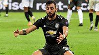 Zklamaná opora Manchesteru United Bruno Fernandes během semifinále Evropské ligy.