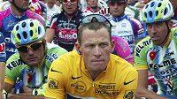 Lance Armstrong v čele pelotonu Tour de France v roce 2007.