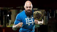 Michal Martínek s pásem šampiona těžké váhy organizace OKTAGON MMA. Vrátí se?