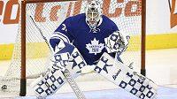 Brankář Toronta Garret Sparks při debutu v NHL.