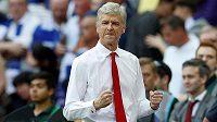 Arséne Wenger z Arsenalu se raduje ze zisku FA Cupu.