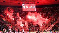 Fanoušci Sparty Praha během derby se Slavií.