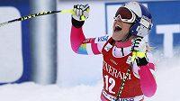Americká lyžařka Lindsey Vonnová slaví vítězství ve sjezdu v Lake Louise.