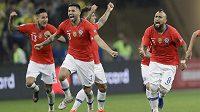 Třetími semifinalisty Copy América se stali fotbalisté Chile. Po bezbrankovém zápase s Kolumbií vyhráli obhájci titulu penaltový rozstřel 5:4.