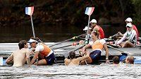 Nizozemské veslařky Ilse Paulisová a Maaike Headová slavily svůj olympijský triumf s fanoušky.