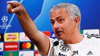 Jose Mourinho na tiskové konferenci