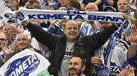 Brněnští fanoušci se radují z vítězství.