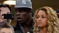 Fotbalista Mario Balotelli s přítelkyní Fanny Negueshaovou