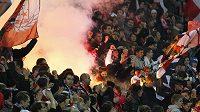 Fanoušci Slavie se v utkání s Baníkem Ostrava bavili i pomocí pyrotechniky.