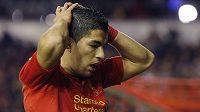 Útočník Liverpoolu Luis Suárez patří k nejčastějším simulantům na fotbalových trávnících.