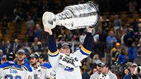 Švédský útočník Oskar Sundqvist podepsal v NHL novou čtyřletou smlouvu na celkem 11 milionů dolarů se St. Louis, s nímž se letos radoval ze zisku Stanley Cupu.
