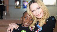 Slavná zpěvačka Madonna s adoptovaným synkem Davidem Bandou.