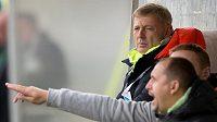 Trenér Sparty Praha Zdeněk Ščasný (vzadu) během utkání na stadiónu U Litavky v Příbrami.