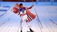 Nor Petter Northug slaví titul mistra světa ve sprintu.