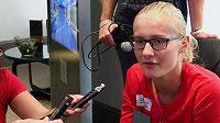 Výškařka Michaela Hrubá rozdává rozhovory v dějišti světového šampionátu v Londýně.
