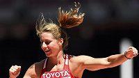 Eliška Klučinová slaví povedený skok na atletickém mistrovství v Pekingu.