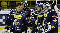 Radost kladenských hokejistů z vítězství nad Litvínovem.
