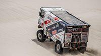 Jaroslav Valtr s tatrou v dunách při 10. etapě Rallye Dakar.