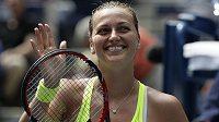 Petra Kvitová slaví vítězství nad Caglou Büyükakcayovou z Turecka v druhém kole US Open.
