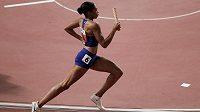 Allyson Felixová v rozběhu čtvrtkařské štafety na mistrovství světa v Dauhá.