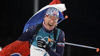 Kuzminová oslavuje svou třetí zlatou olympijskou medaili.