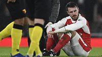 Aaron Ramsey je zraněný, Arsenalu bude zhruba tři týdny chybět.