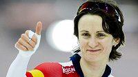 Martina Sablíková se raduje z triumfu na tříkilometrové trati ve Stavangeru.