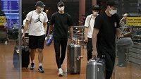 Čtři členové japonského týmu museli za noc strávenou se společnicemi opoustit družstvo